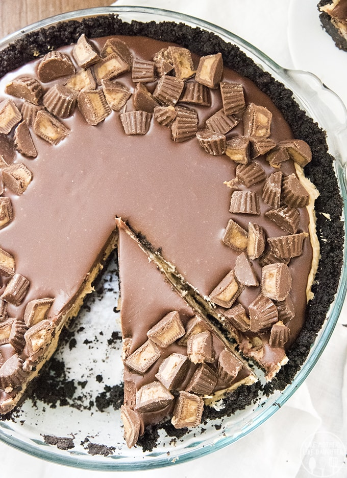 Peanut Butter Pie is a delicious no bake dessert, with an oreo crust, and creamy peanut butter filling, all topped with a rich chocolate ganache and peanut butter cups!