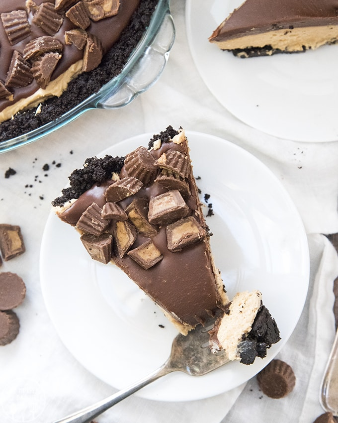 Peanut Butter Pie Recipe is a delicious no bake dessert, with an oreo crust, and creamy peanut butter filling, all topped with a rich chocolate ganache and peanut butter cups!