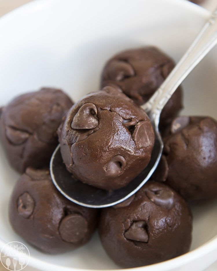 This chocolate cookie dough is the perfect way to satisfy your sweet tooth any time the chocolate craving strikes. It's a delicious egg-free edible chocolate cookie dough that is totally safe to eat!