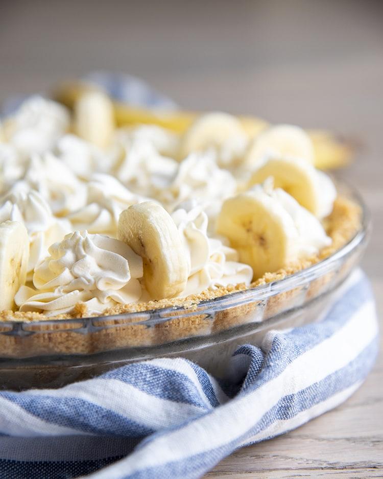 A banana cream pie in a pie dish.