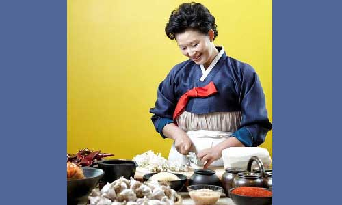 Post image for Kimchi demonstration by Lee Ha-yeun