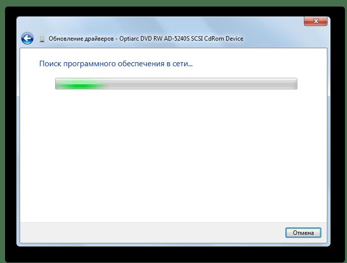 Proces automatycznego wyszukiwania sterowników w Internecie za pośrednictwem okna sterownika urządzenia Aktualizujące urządzenie w systemie Windows 7