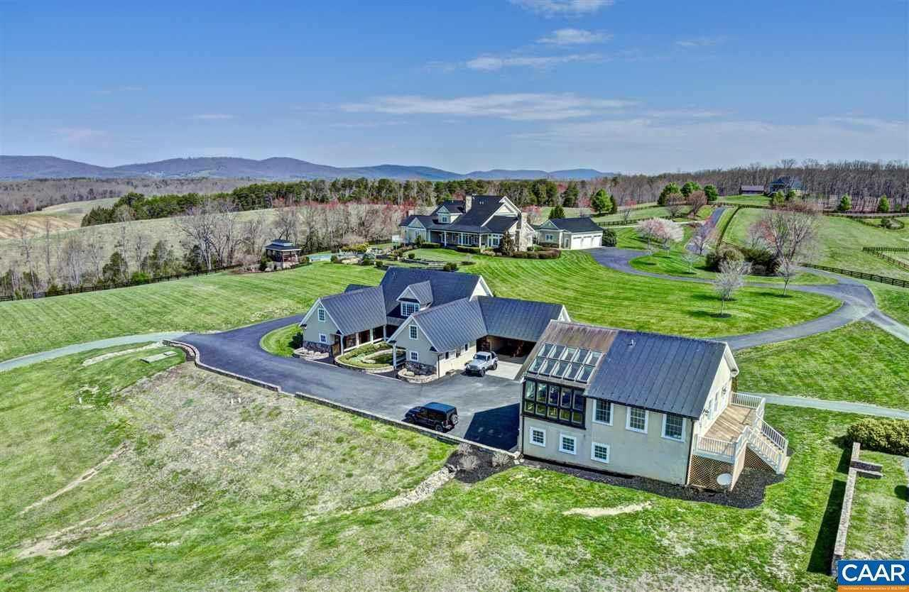 42 Acre Country House And Equestrian Property Virginia