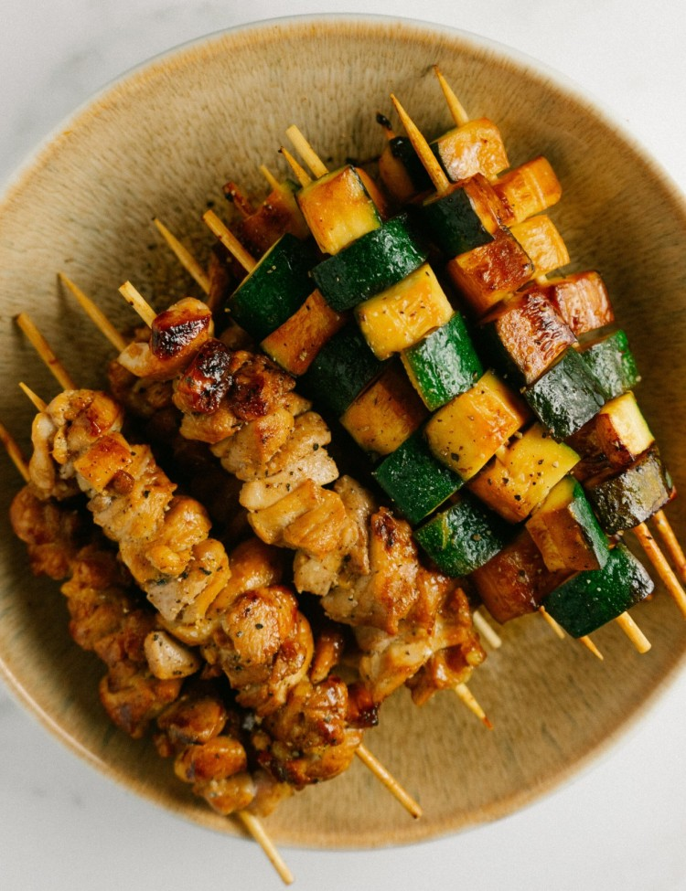 Above view of yakitori chicken and zucchini in a bowl