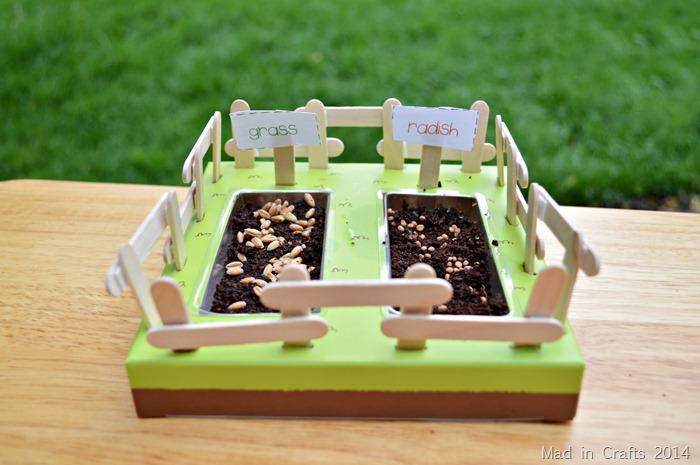 Kiwi Crate Mini Farm #KiwiSummerFun #ad