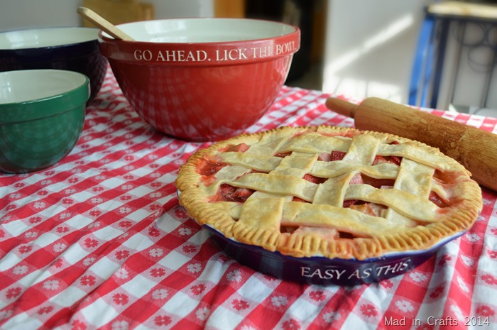Simple Strawberry Rhubarb Pie