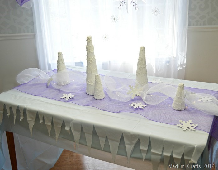 LAYERING A FROZEN PARTY TABLE