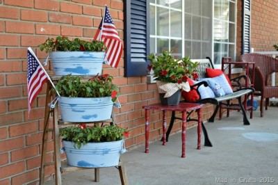 GIVE YOUR PLANTERS A CHALKY PAINT MAKEOVER
