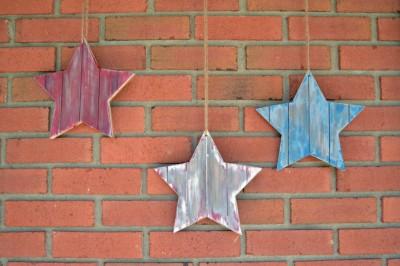 DISTRESSED WOODEN AMERICANA STARS