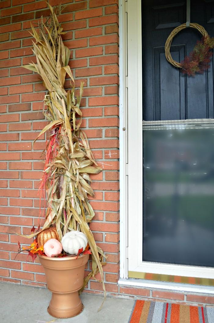 pedestal-corn-stalks