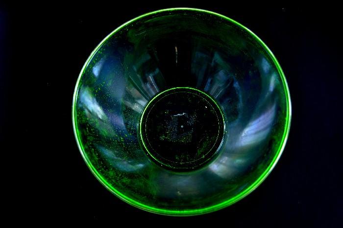 diy-blacklight-bowl