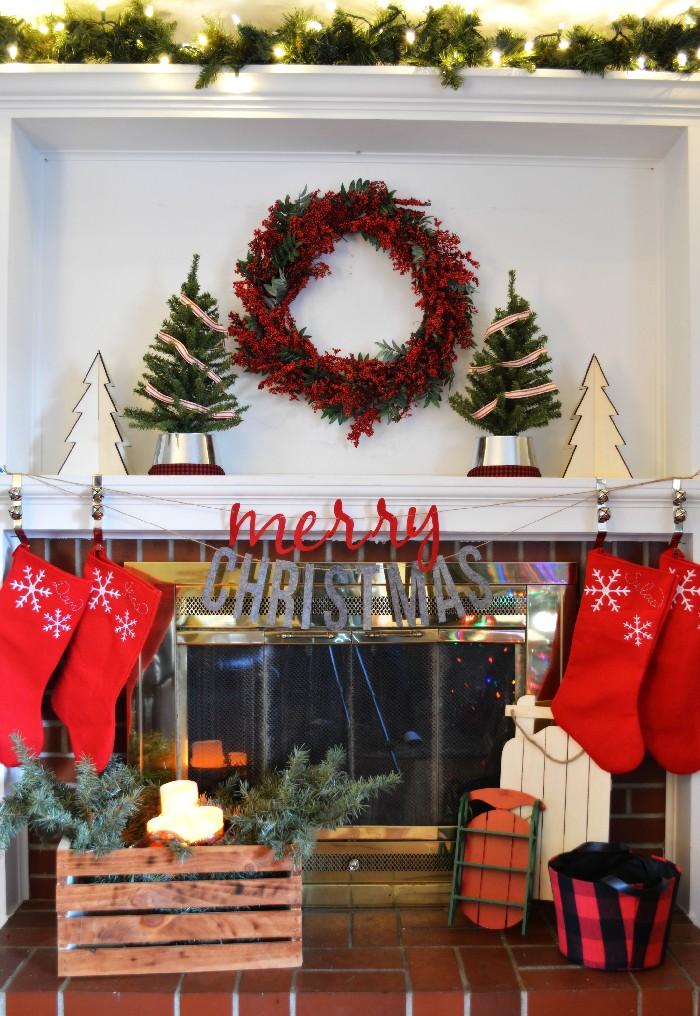 cozy-christmas-mantel