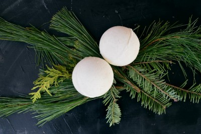 DIY SNOWBALL BATH BOMBS