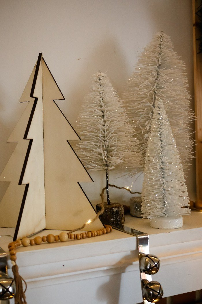 RUSTIC AND NEUTRAL CHRISTMAS MANTEL