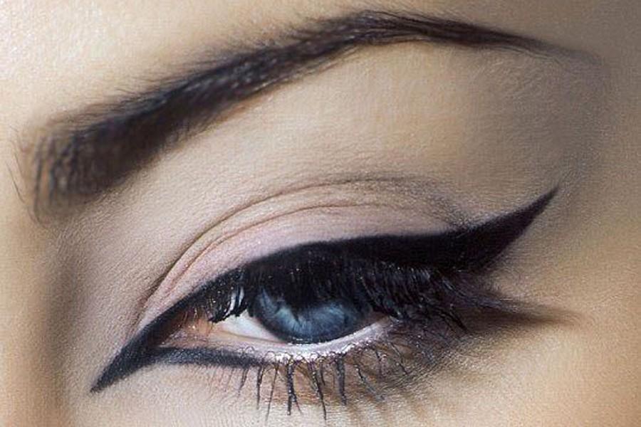 Көз макияжындағы иеленген жебелер