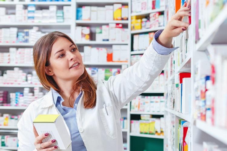 ร้านขายยาและเภสัชกร