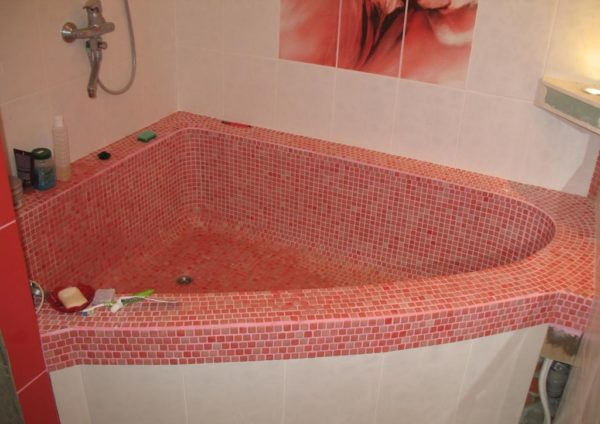 결합 된 직면 한 벽돌 목욕