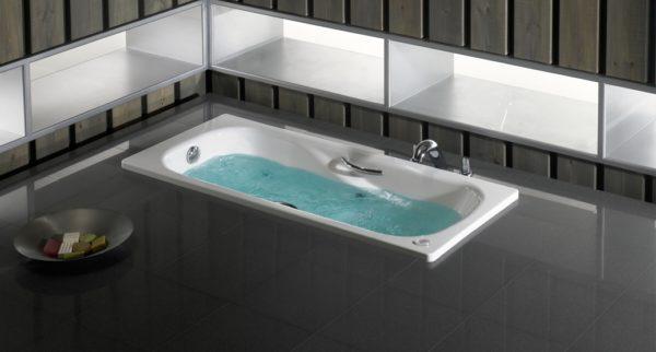 Рока ханшайымы бар болат ванна
