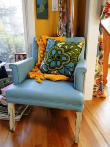 Diy Friday Upgrade This Chair With Vinyl Spray Paint
