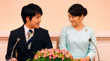 Mako del Giappone ha rivisto dopo tre anni il suo promesso sposo