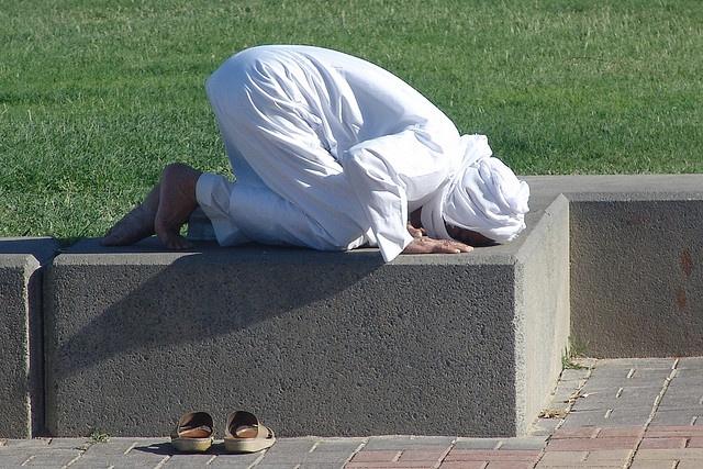 Praying in a public park in Doha, Qatar.   Muslim Praying ...