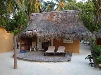 Foto de Kuredu Island Resort & Spa, Kuredu: Beach bungalow ...