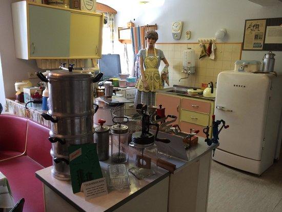 Voll eingerichtete Milchbar - Picture of 50er-Jahre-Museum, Budingen