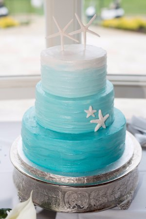 Ombre teal wedding cake with wavy butter cream and starfish     Cake Art  Ombre teal wedding cake with wavy butter cream and starfish
