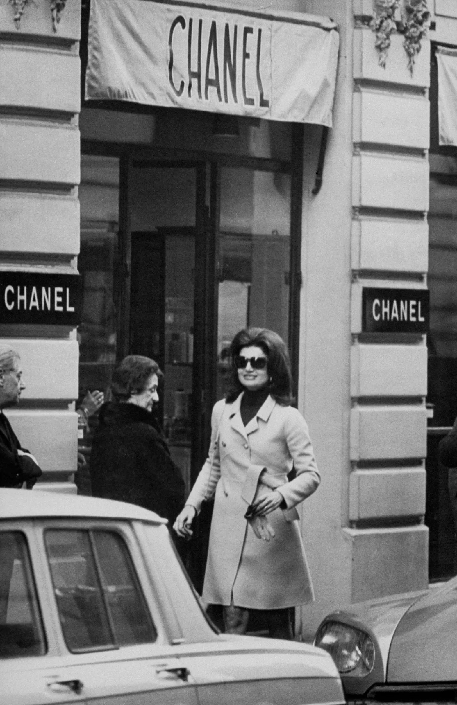Jackie Kennedy Onassis S Best Globe Trotting Style Moments