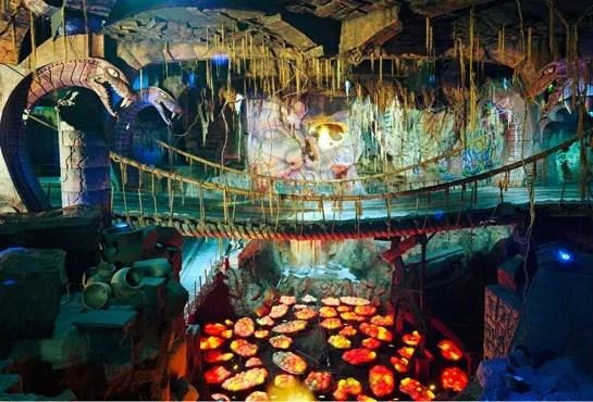 Thomas Struth S Hyperrealistic Photographs Of Disneyland
