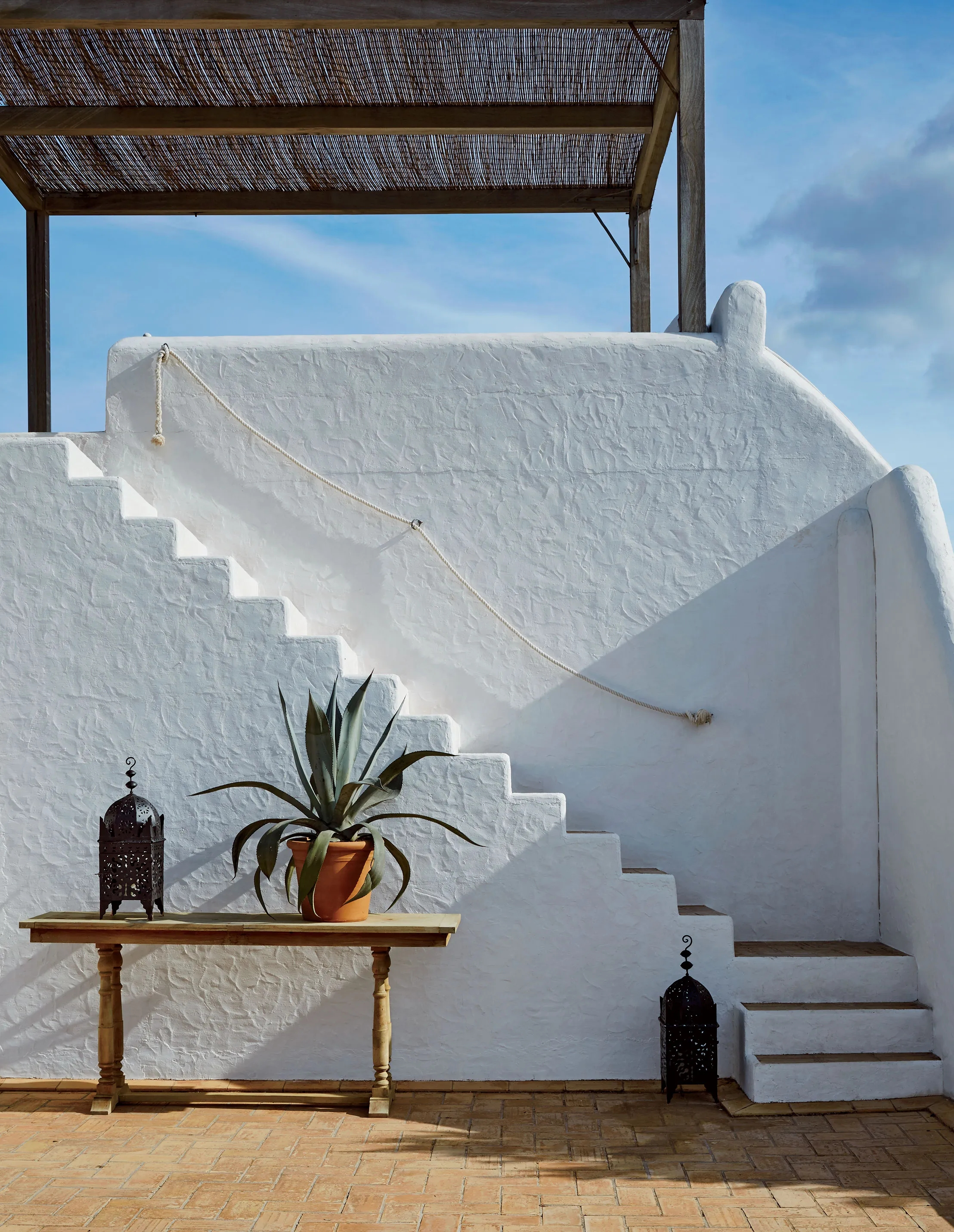 This Diy Stair Handrail Will Transport Your Home To Ibiza | Nautical Rope Stair Railing | Ship Rope | Closed Staircase | Cottage Style | Banister | Minimalistic