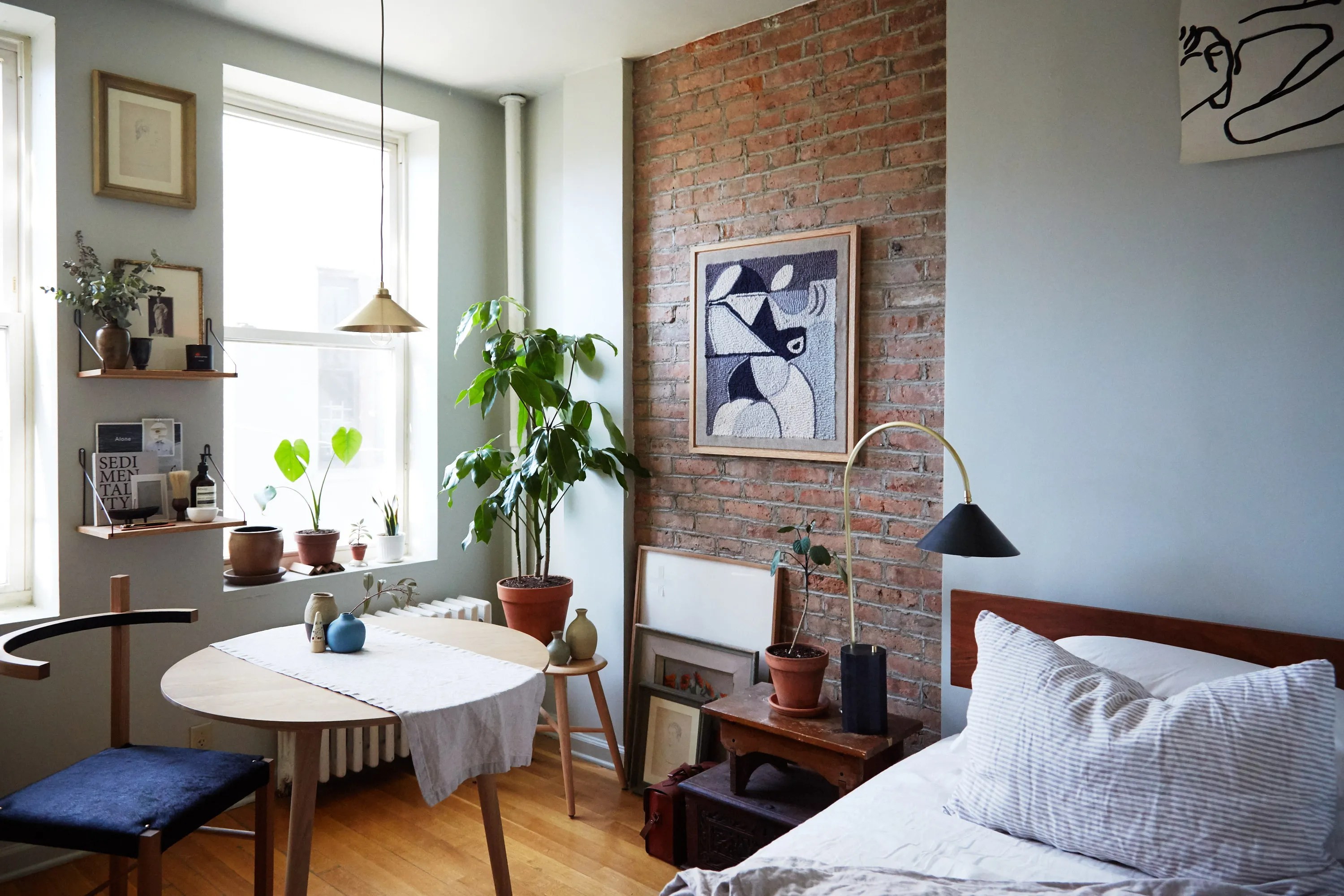 What I Learned About Decorating on a Budget From My First Apartment     What I Learned About Decorating on a Budget From My First Apartment    Architectural Digest