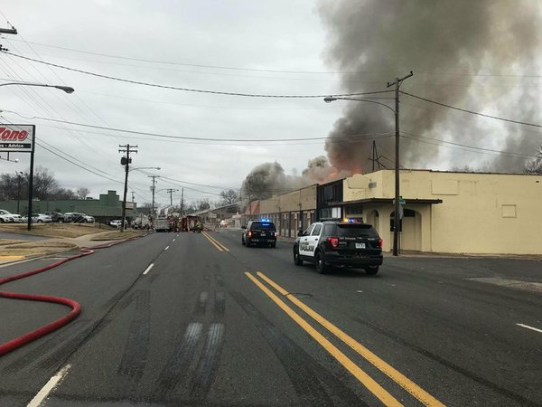 Video Large Structure Fire Shuts Down Road In Hot Springs