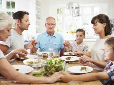 5 Great and Quick Prayers Before Meals - Beliefnet