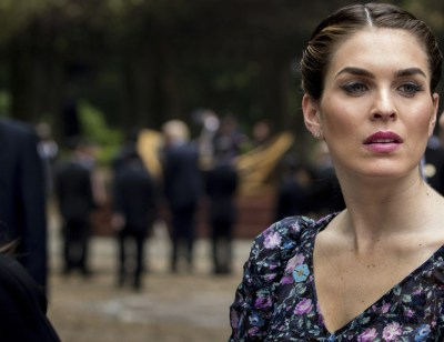 Fashion Notes: Hope Hicks Wears 80s-Inspired Floral Dress ...
