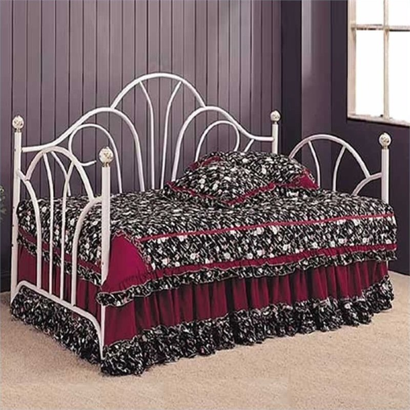 Bowery Hill Twin Metal Daybed With Pop Up Trundle In White