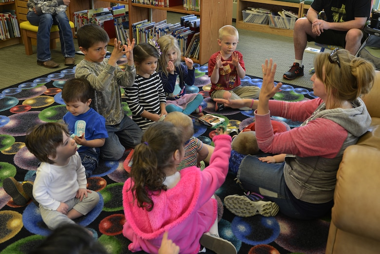 JBER Library hosts preschool American Sign Language class ...