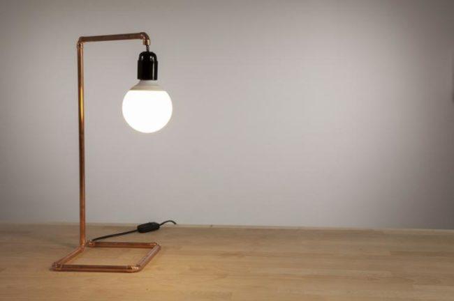 桌面灯自己做到这一点:类型,说明,有用的提示