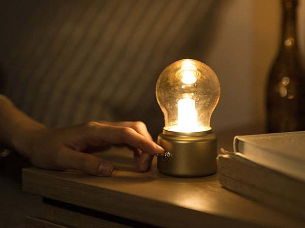 Battery Powered Light Bulb Socket
