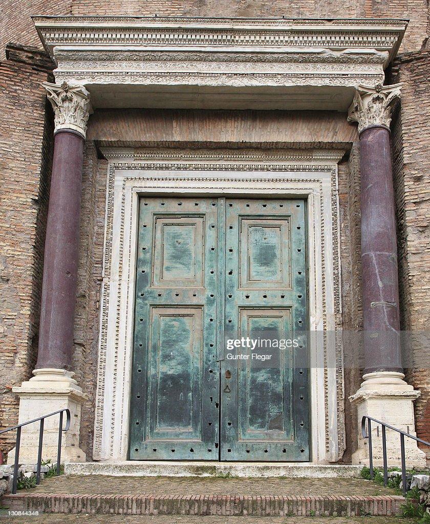 Entrance Antonius Pius Tempel In The Forum Romanum Rome ...