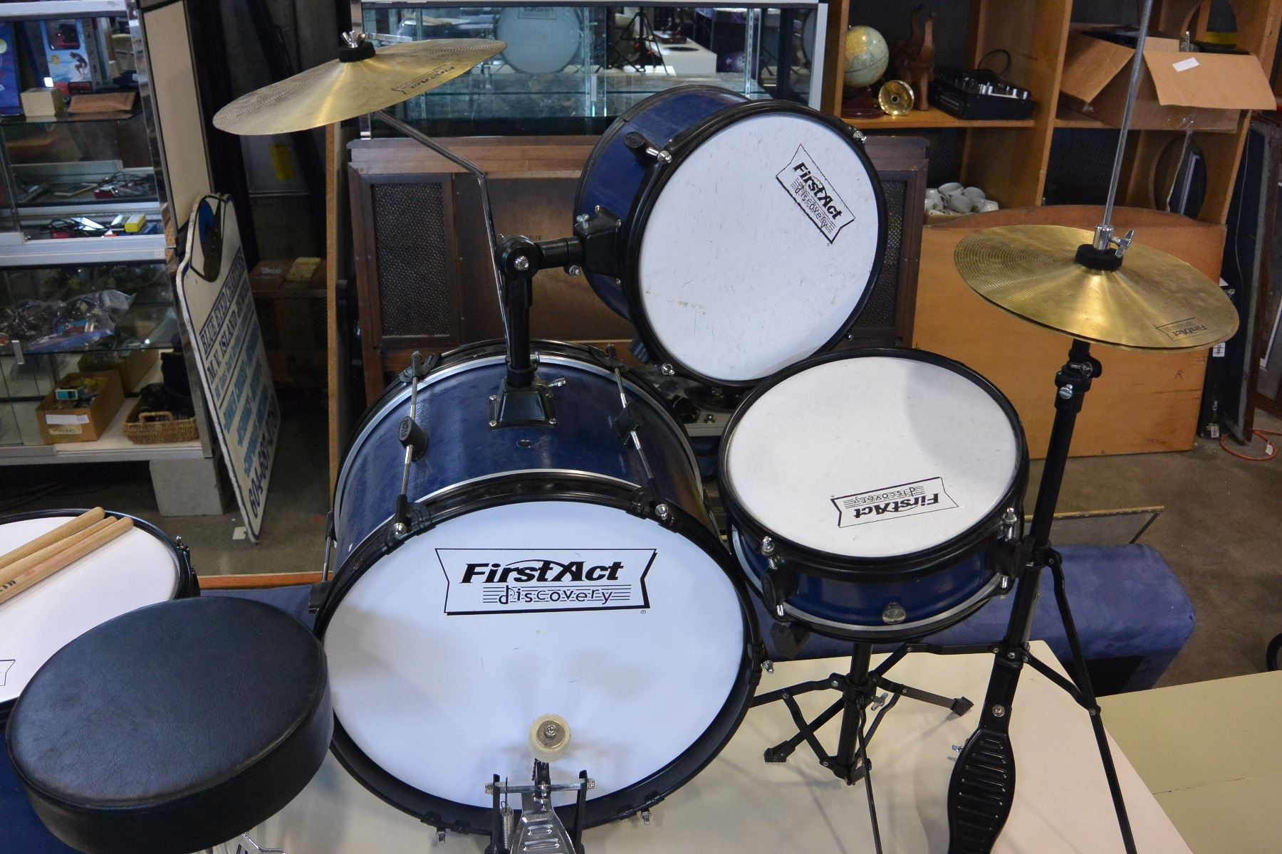 FIRST ACT KIDS DRUM SET WITH STOOL AND DRUMSTICKS     Image 2   FIRST ACT KIDS DRUM SET WITH STOOL AND DRUMSTICKS
