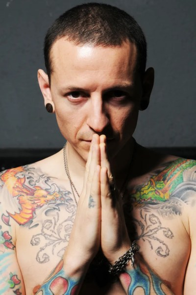 Chester Bennington, Whose Cathartic Anger Fuelled Linkin ...