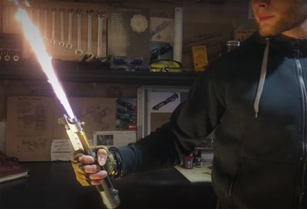 Inventor Builds A Real-Life Hydrogen Lightsaber – TechEBlog