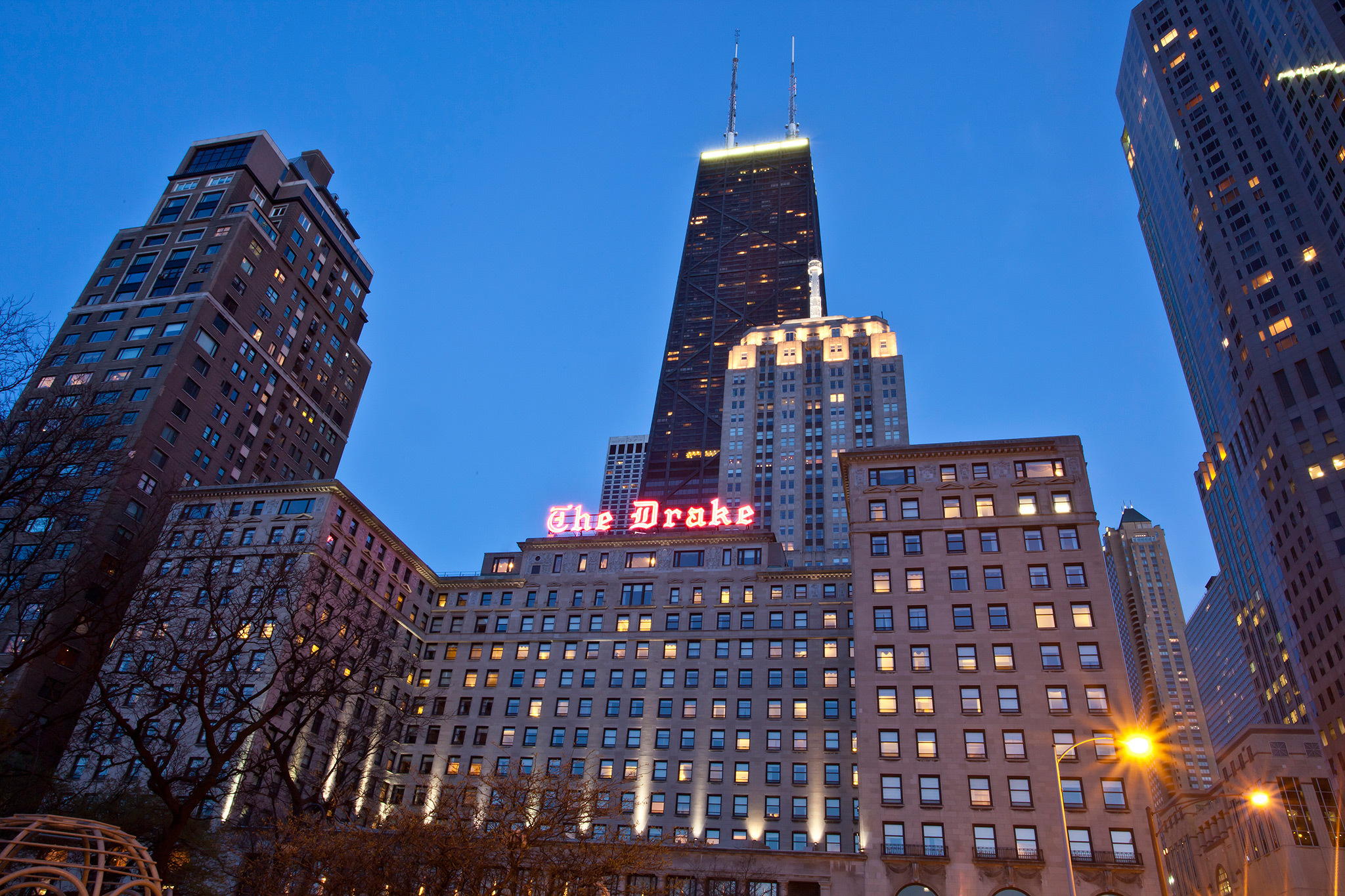New Year s Eve parties and packages in Chicago DrakeHotel jpg