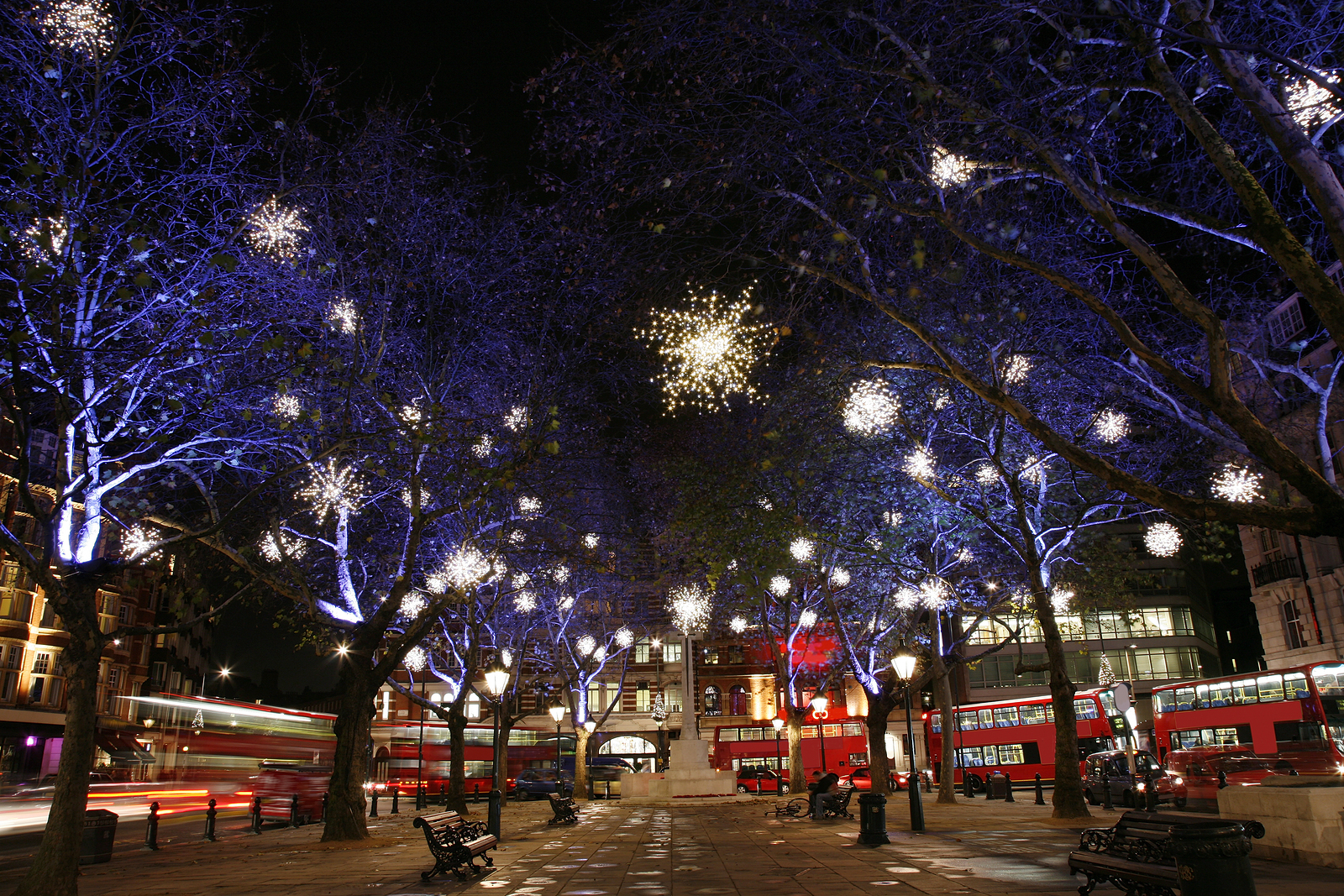 The Biggest and Best Things To Do on New Year s Eve and New Year s     London transport over New Year