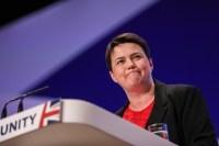 """La líder de los conservadores escoceses apoya a Theresa May: """"Tiene cojones de acero"""""""