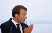 Macron anuncia una subida del salario mínimo de 100 euros al mes para calmar a los chalecos amarillos
