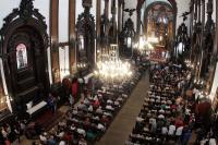Fieles rinden homenaje a víctimas del tiroteo en una catedral de Brasil