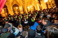 La Policía húngara usa gases lacrimógenos en una protesta contra la ley laboral
