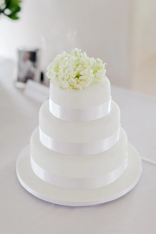 Classy and clean  that s how we d describe this wedding cake that s     Classy and clean  that s how we d describe this wedding cake that s also  elegant
